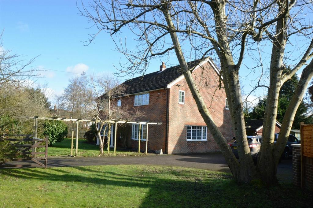 5 Bedrooms Detached House for sale in The Causeway, PETERSFIELD, Hampshire
