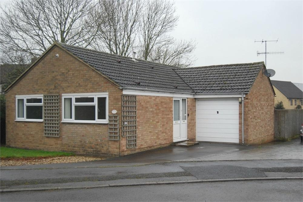 2 Bedrooms Detached Bungalow for sale in Dozule Close, Leonard Stanley, STONEHOUSE, Gloucestershire
