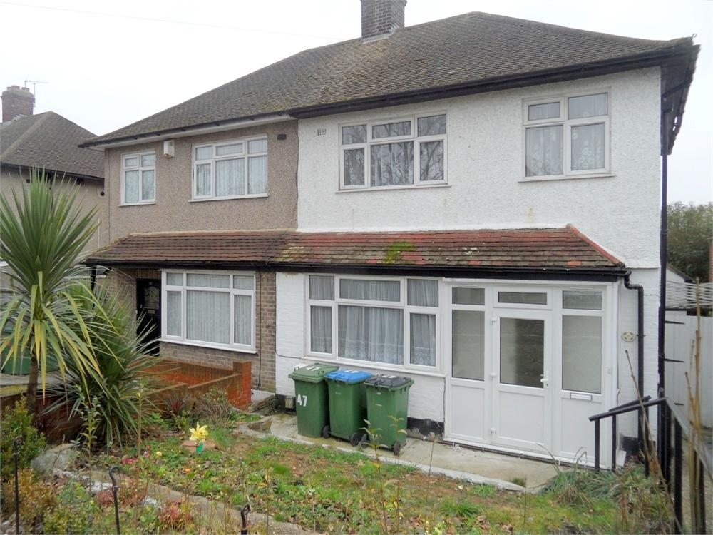 3 Bedrooms Semi Detached House for sale in Arbroath Road, Eltham, London