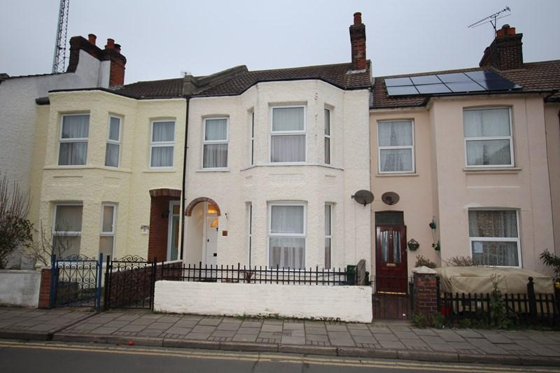 3 Bedrooms Terraced House for sale in Station Street, Walton On The Naze