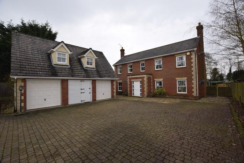 4 Bedrooms Detached House for sale in Haverhill Road, Little Wratting, Haverhill