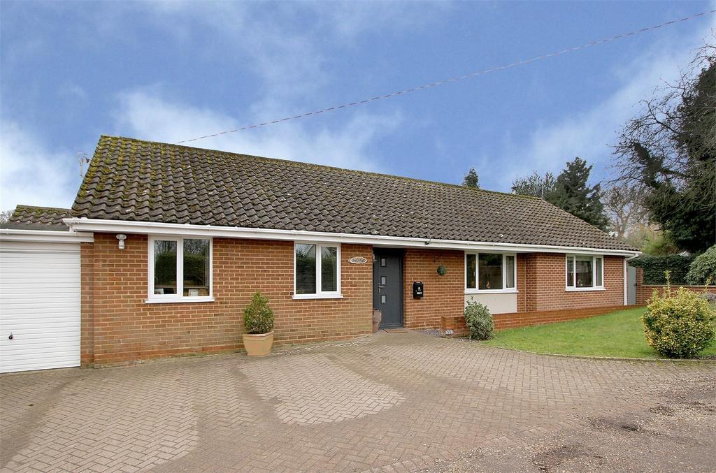 3 Bedrooms Detached Bungalow for sale in Fairholme Road, Newton St Faith, Newton St Faith, Norfolk
