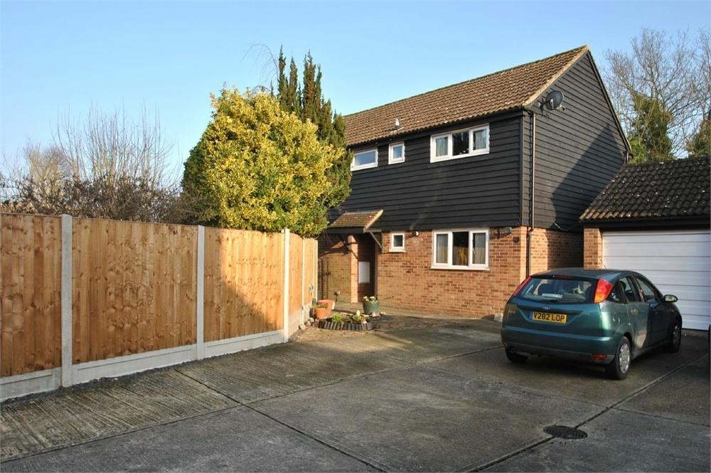 4 Bedrooms Detached House for sale in Skiddaw Close, White Court, Gt Notley, Essex