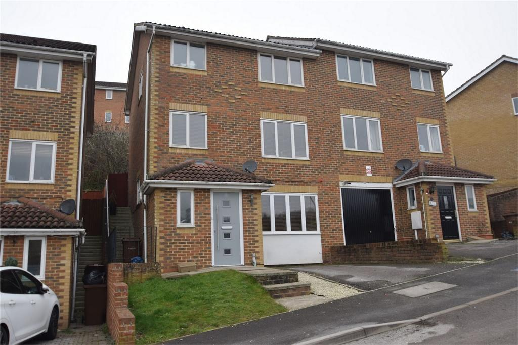 4 Bedrooms Semi Detached House for sale in Peacock Rise, Walderslade, Kent
