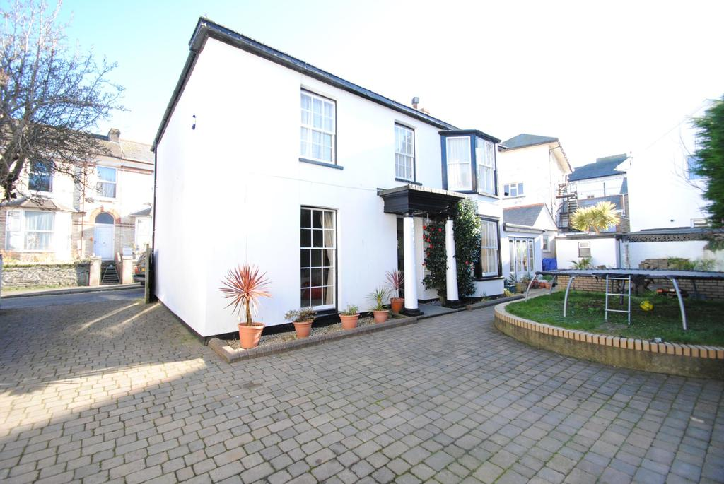 5 Bedrooms Detached House for sale in Church Street, Ilfracombe