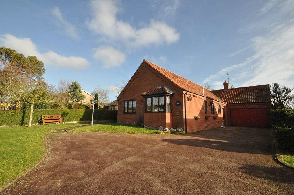 4 Bedrooms Detached Bungalow for sale in Lodge Road, Holton, Halesworth
