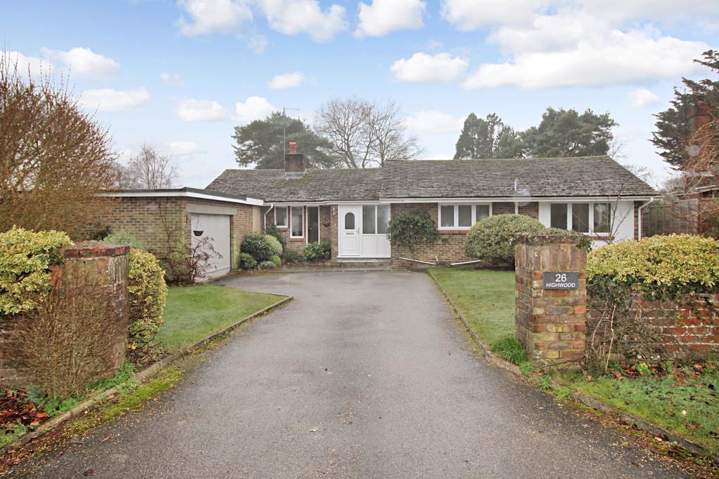 2 Bedrooms Detached Bungalow for sale in Kithurst Park, Storrington