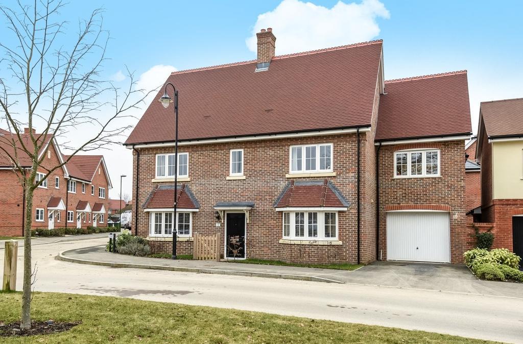 4 Bedrooms Detached House for sale in Cook Way, Broadbridge Heath, RH12