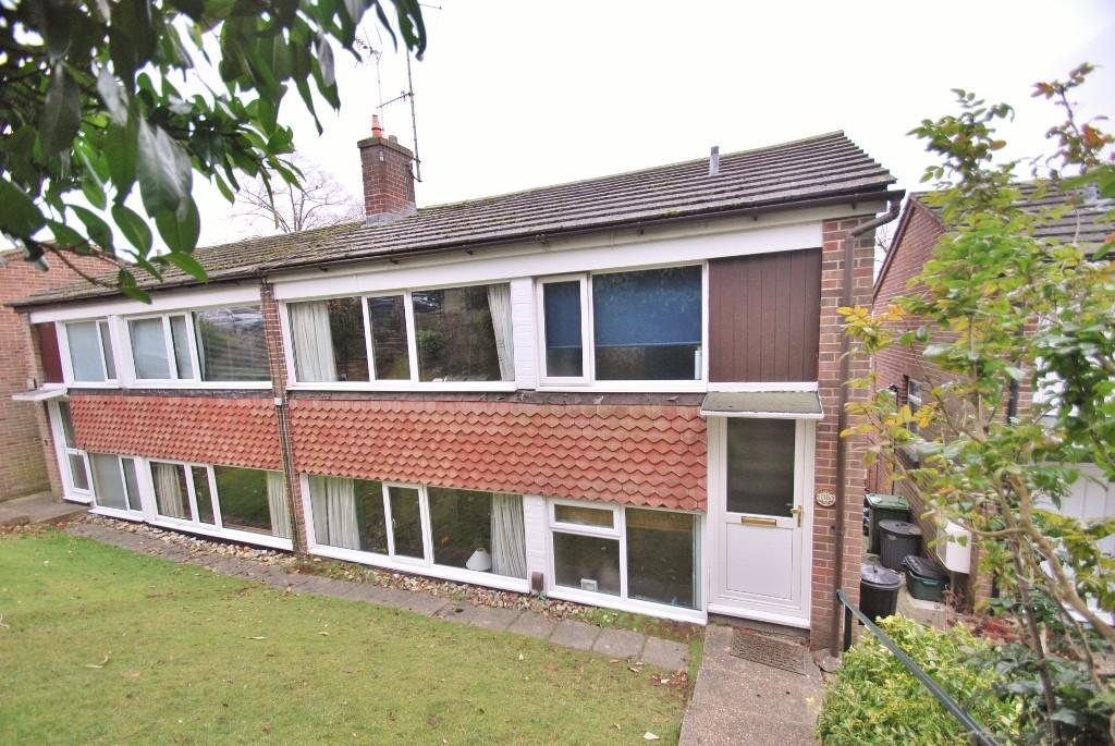 3 Bedrooms Semi Detached House for sale in Broadlands Avenue, Chesham, HP5
