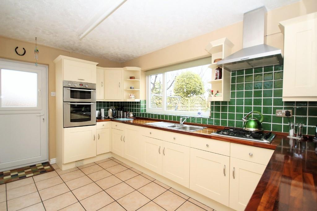4 Bedrooms Detached Bungalow for sale in St Michaels Road, Rampside