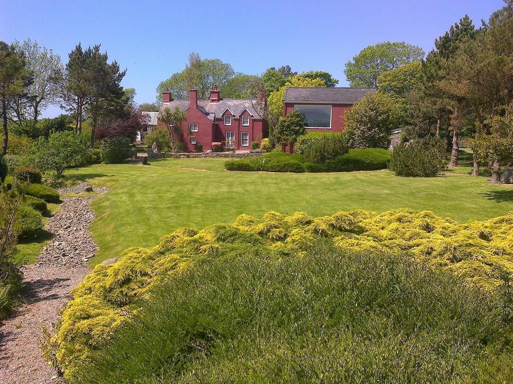 5 Bedrooms Detached House for sale in Brynsiencyn, Anglesey, North Wales