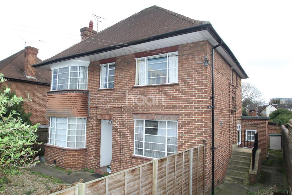 2 Bedrooms Maisonette Flat for sale in Red Court