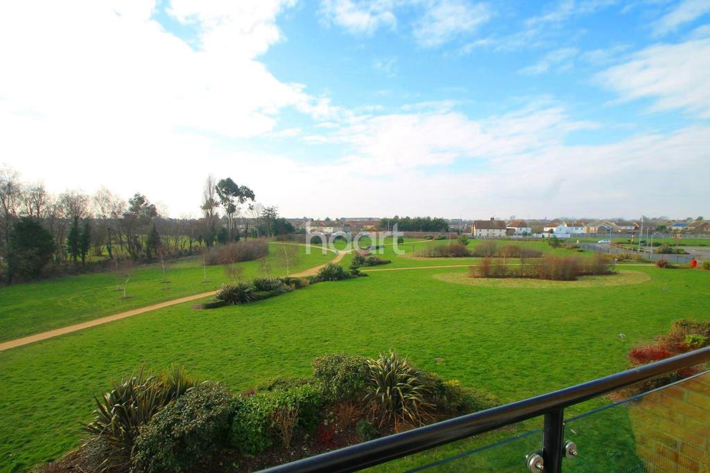 2 Bedrooms Flat for sale in Military Close, Shoeburyness
