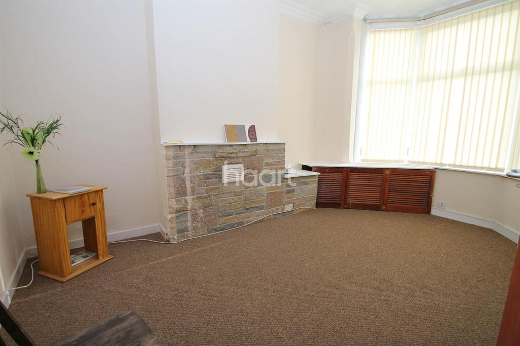 3 Bedrooms Terraced House for sale in Eastleigh Road, Leicester