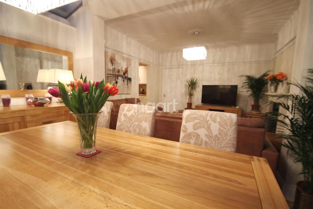 3 Bedrooms Detached House for sale in Bullsmoor Lane, Enfield