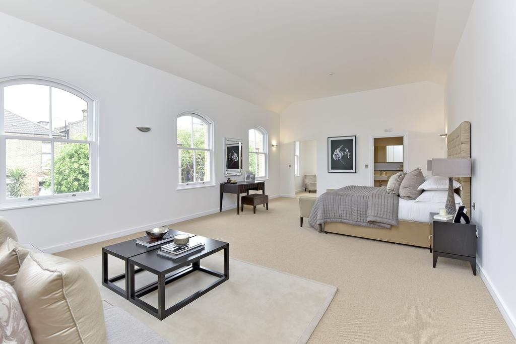 3 Bedrooms Terraced House for sale in Alexandra Avenue, SW11