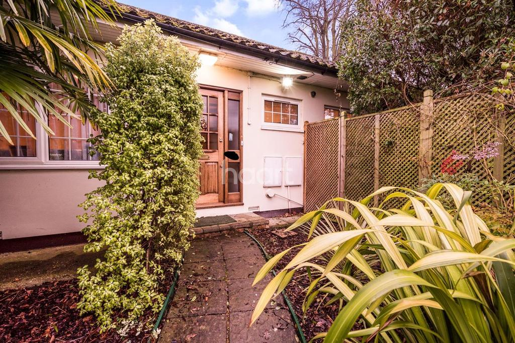 3 Bedrooms Bungalow for sale in King Edwards Road, HA4