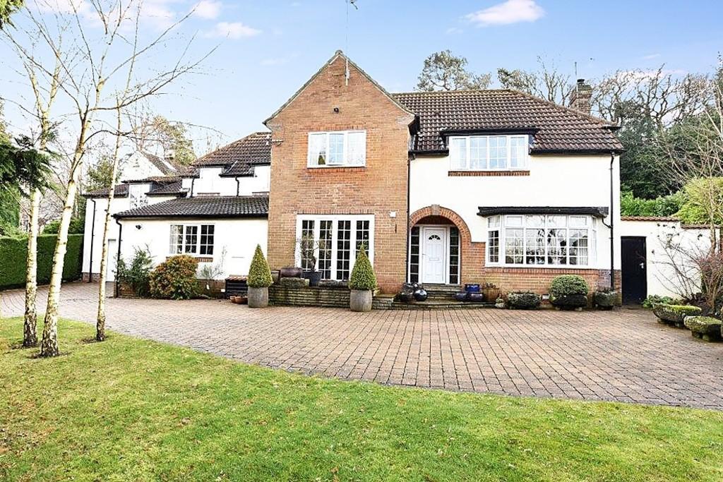 4 Bedrooms Detached House for sale in Oakdale, Harrogate