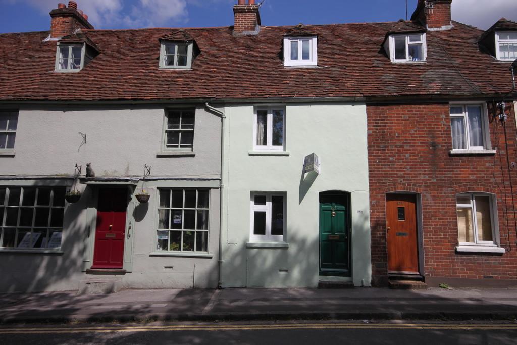 2 Bedrooms Terraced House for sale in RAMPART ROAD, SALISBURY, WILTSHIRE SP1 2LU