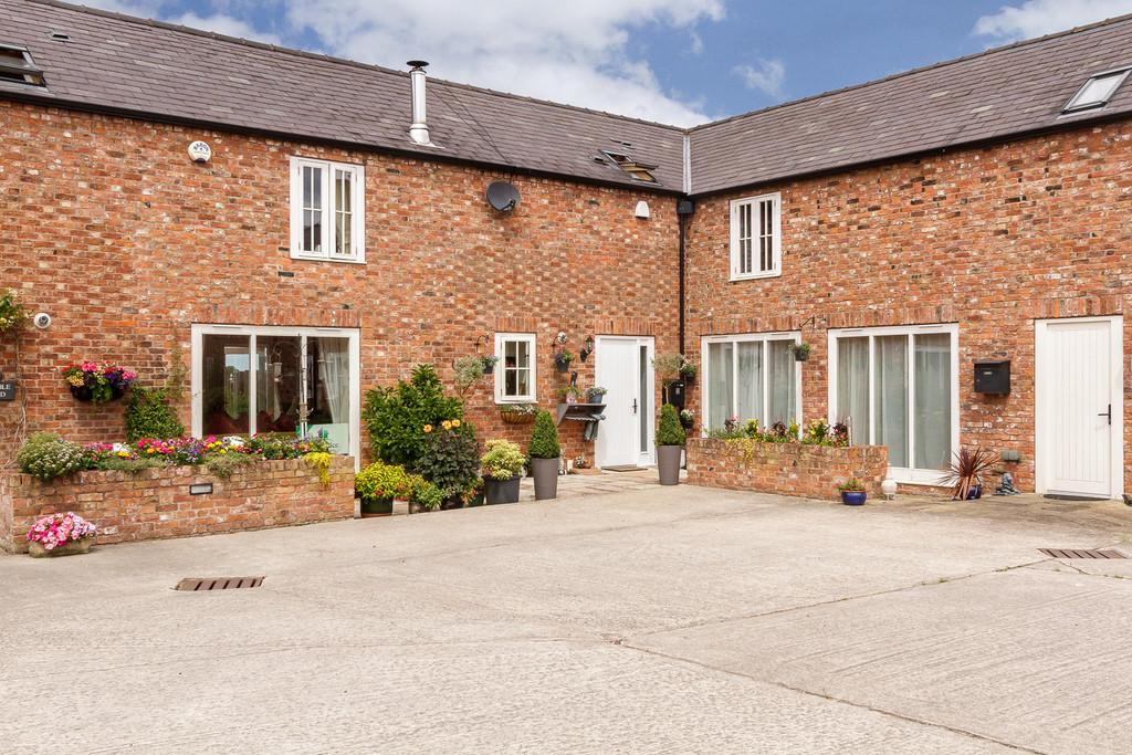 2 Bedrooms Barn Conversion Character Property for sale in Baddington, Cheshire