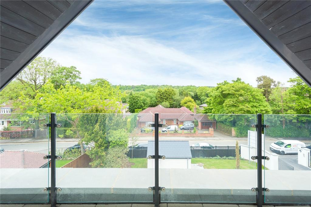3 Bedrooms Flat for sale in South Park Crescent, Gerrards Cross, Buckinghamshire