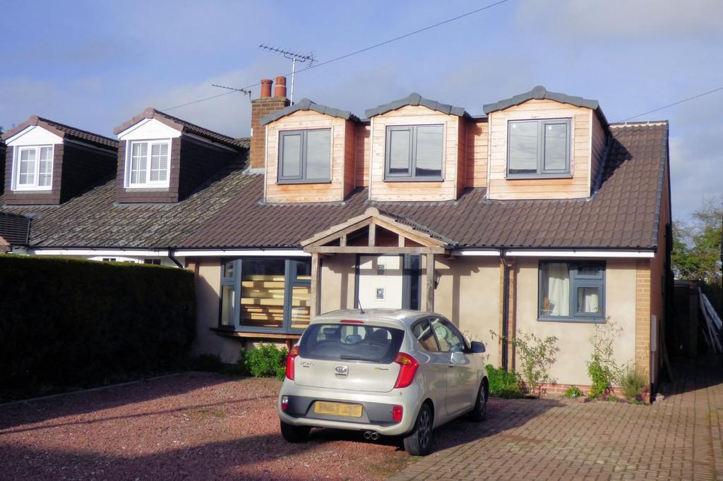 2 Bedrooms Semi Detached Bungalow for sale in The Green, Barton Under Needwood