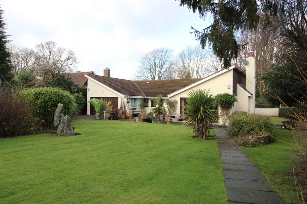 3 Bedrooms Detached Bungalow for sale in Walpole Avenue, Chipstead
