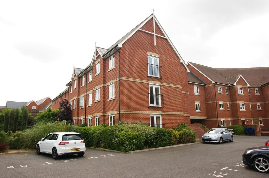 2 Bedrooms Apartment Flat for sale in Harberd Tye, Chelmsford, Essex, CM2