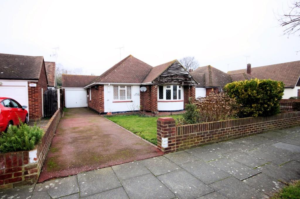 3 Bedrooms Detached Bungalow for sale in St. Augustines Avenue, Thorpe Bay