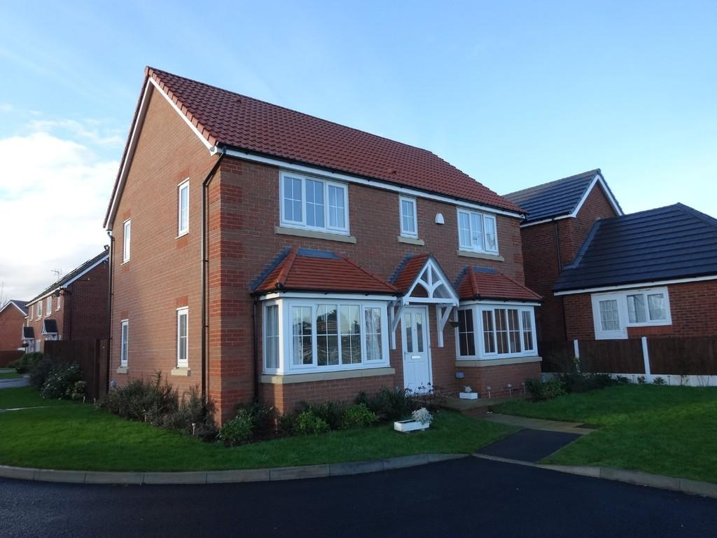 4 Bedrooms Detached House for sale in Clos Gracie, Rhyl