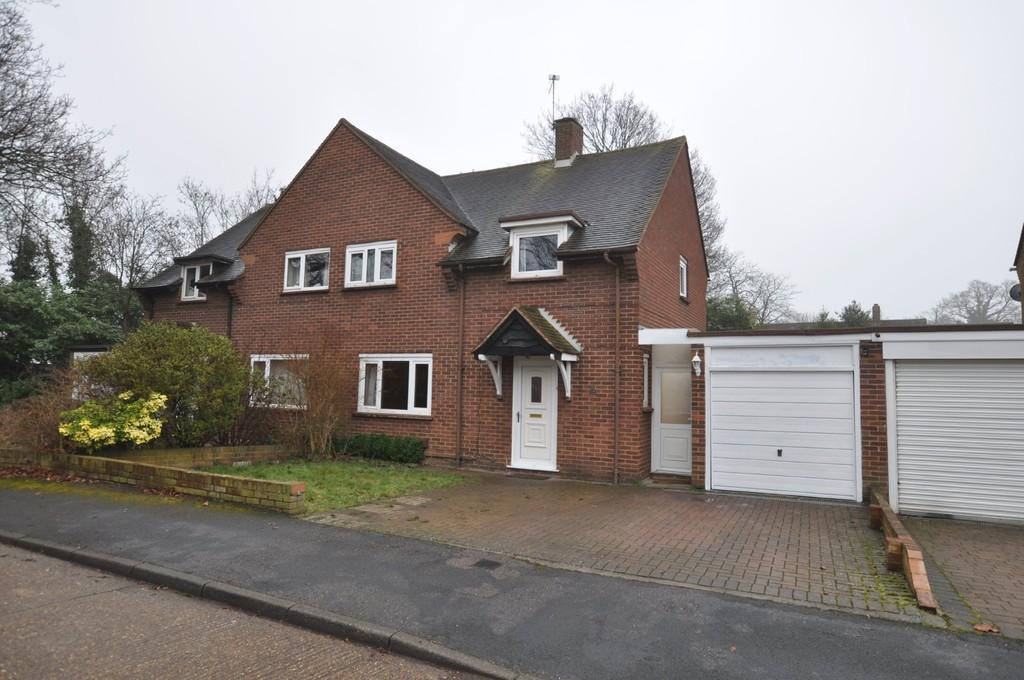 3 Bedrooms Semi Detached House for sale in Palm Grove , Guildford