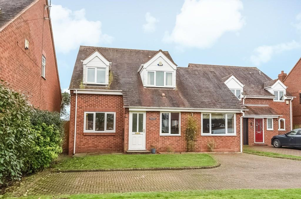 4 Bedrooms Detached House for sale in Stratford Road, Hockley Heath