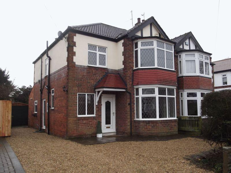 3 Bedrooms Semi Detached House for sale in 6 Hall Walk, Cottingham