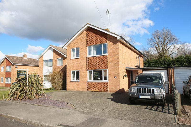 4 Bedrooms Detached House for sale in Grange Park, Cranleigh