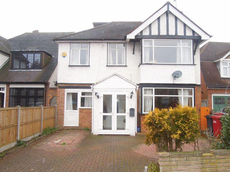 6 Bedrooms Detached House for sale in Lynwood Avenue, Langley.