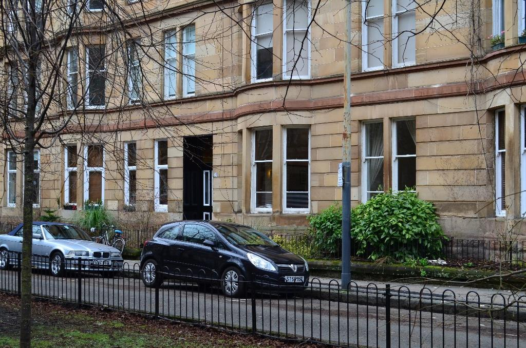 2 Bedrooms Flat for sale in Barrington Drive, Flat 0/2, Woodlands, Glasgow, G4 9DT