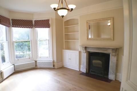 4 bedroom semi-detached house to rent - Salisbury