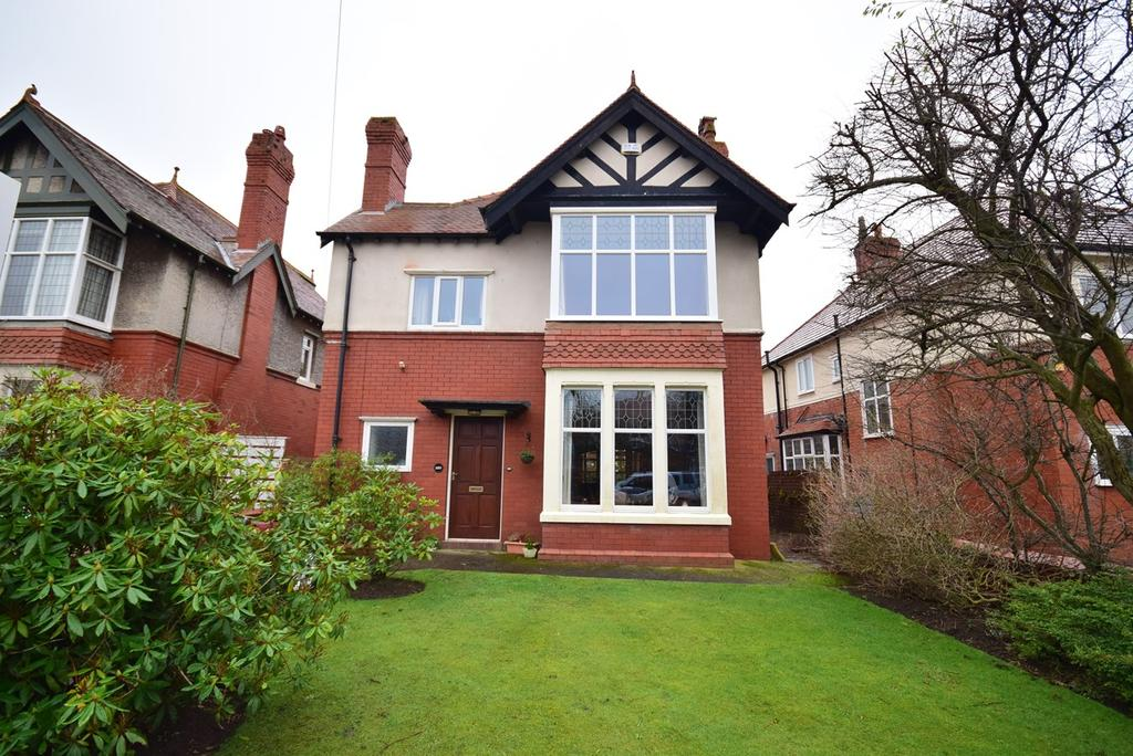 4 Bedrooms Detached House for sale in Mayfield Road, Lytham St Annes, FY8
