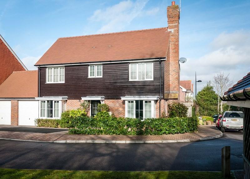 4 Bedrooms Link Detached House for sale in Sand Ridge, Ridgewood, Uckfield