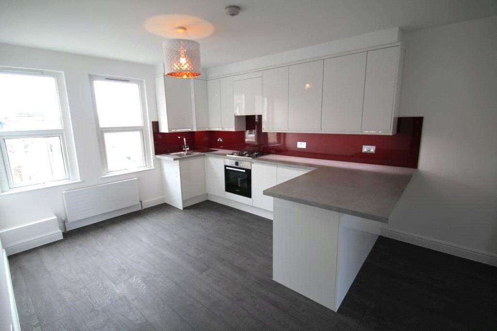 3 Bedrooms Flat for sale in Station Road, New Barnet, Herts, EN5