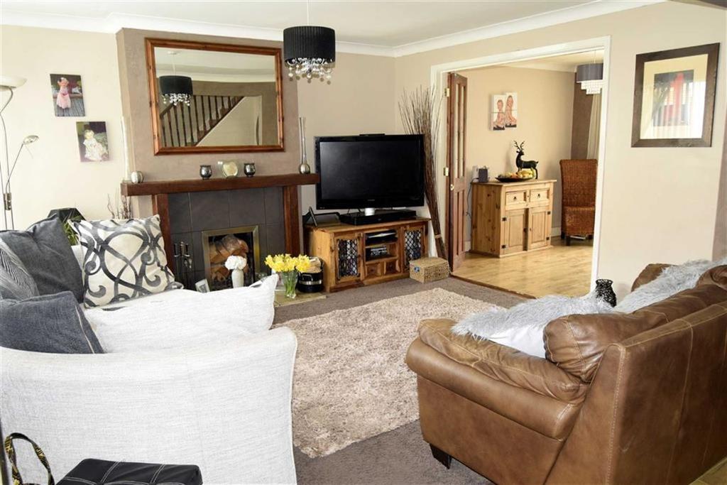 3 Bedrooms Semi Detached House for sale in Lonsdale Drive, Rainham, Kent, ME8