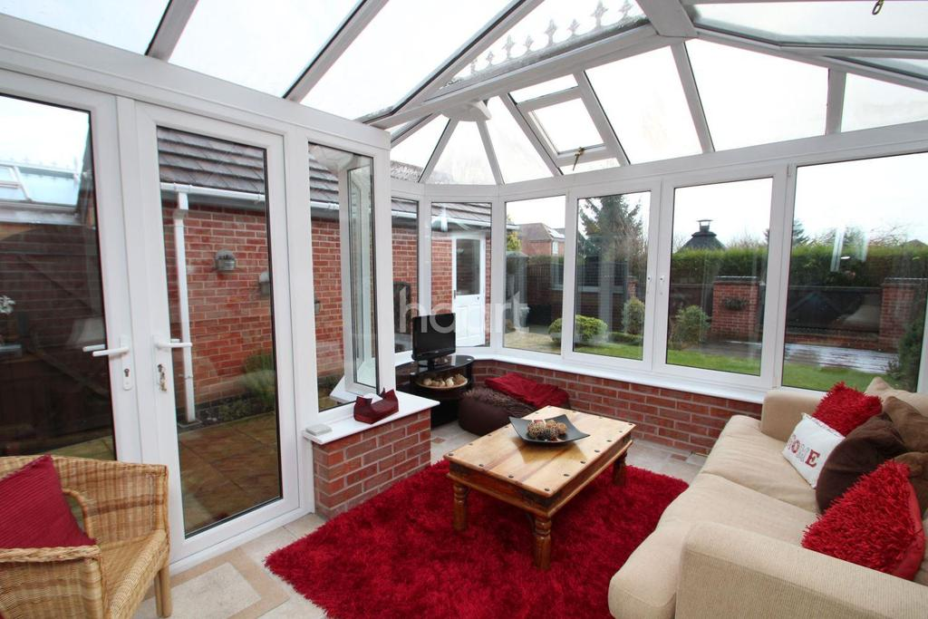 3 Bedrooms Detached House for sale in Annies Close, Hucknall
