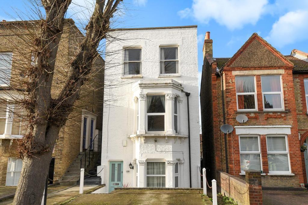 1 Bedroom Flat for sale in Birkbeck Road, Beckenham, BR3