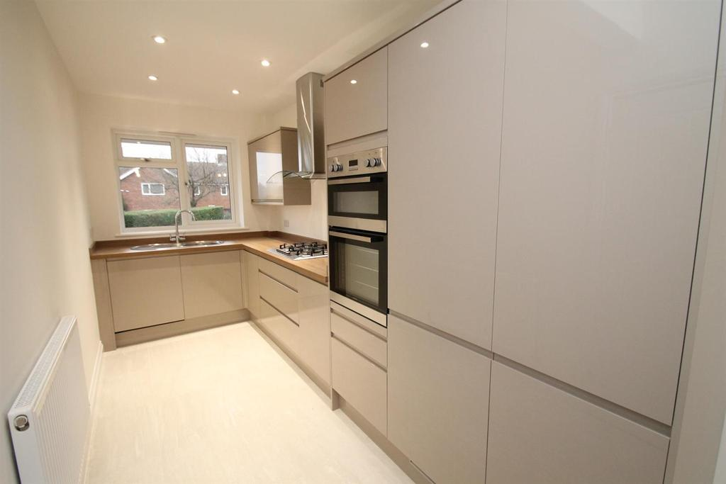 3 Bedrooms Semi Detached House for sale in New Road, Ditton, Aylesford