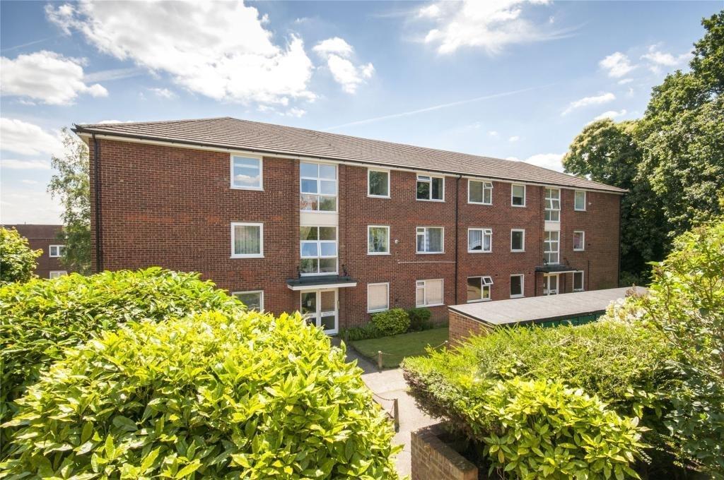 2 Bedrooms Flat for sale in Gravel Hill Close Bexleyheath DA6