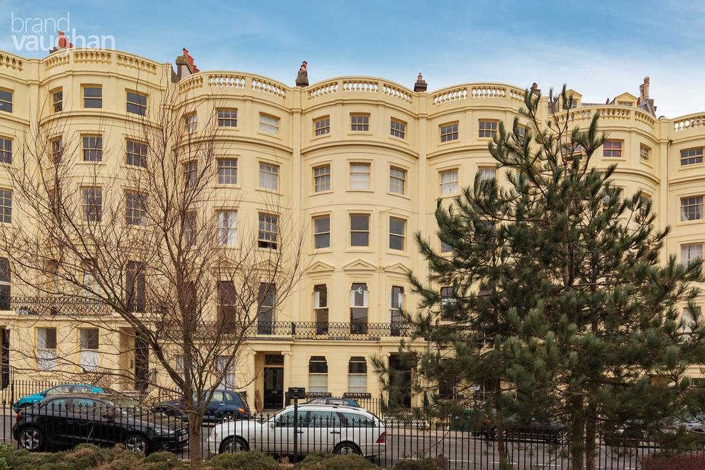 2 Bedrooms Apartment Flat for sale in Brunswick Square , Hove, BN3