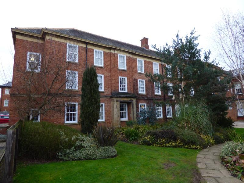 2 Bedrooms Flat for sale in THE OLD COLLEGE, THIRLWAY DRIVE, RIPON, HG4 2TN