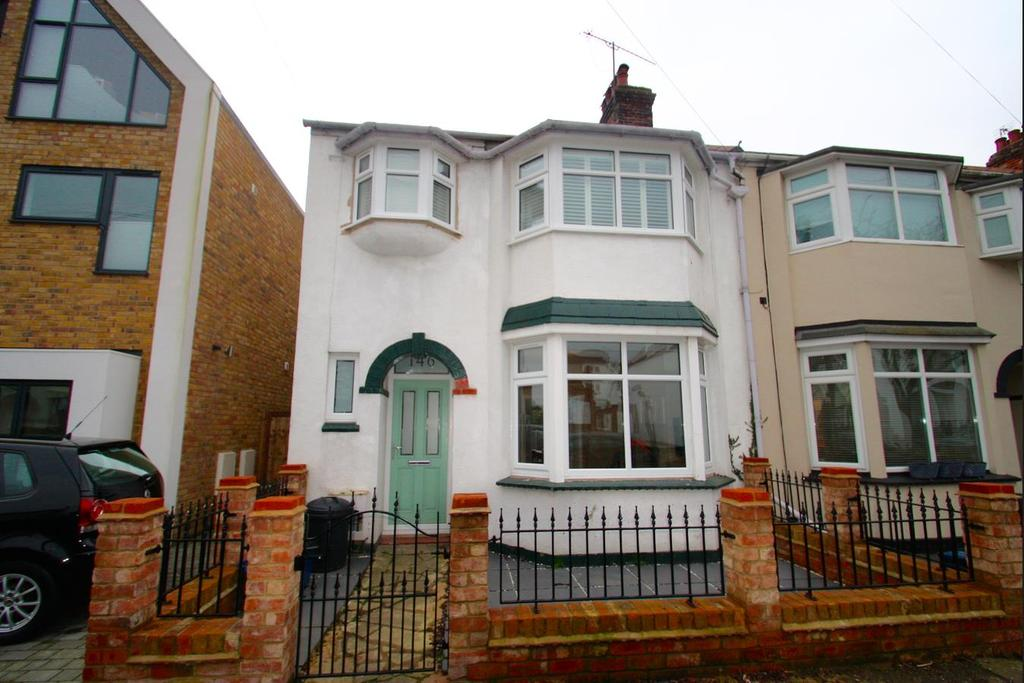 3 Bedrooms End Of Terrace House for sale in Glendale Gardens, Leigh-On-Sea