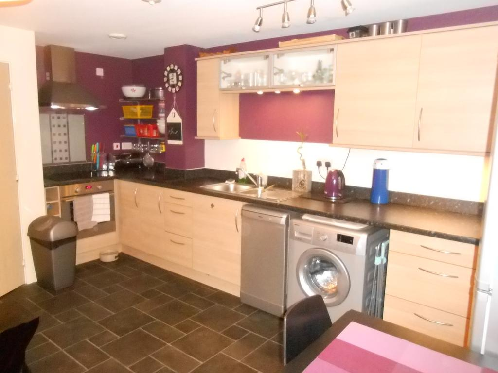 2 Bedrooms Ground Flat for sale in Birkshead Mews, Wilsden BD15