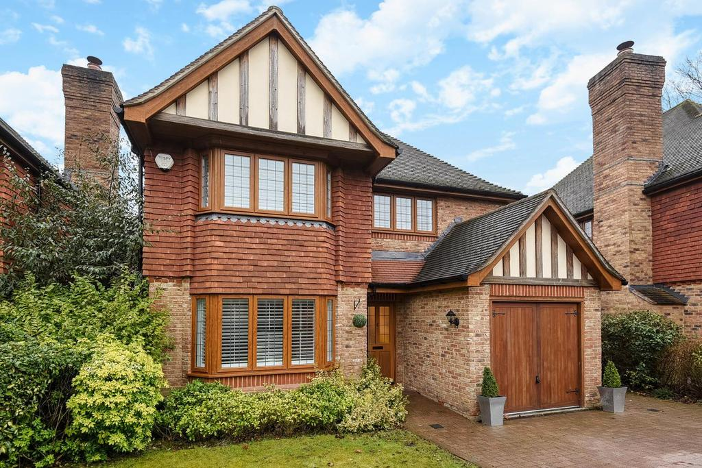 4 Bedrooms Detached House for sale in Sycamore Place, Bickley, BR1